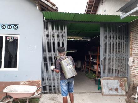 Penyemprotan Disenfektan oleh Pemuda dan Warga Dusun Grudo