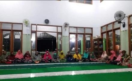 Yasinan di Masjid Panjang