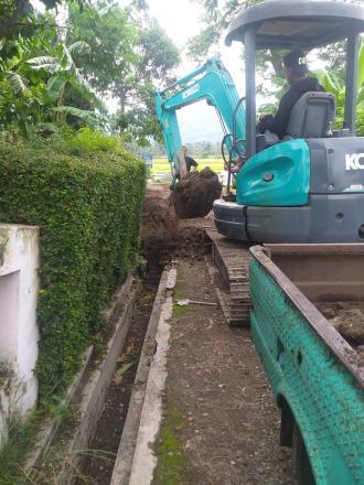 Pembuatan Saluran pembuangan air hujan