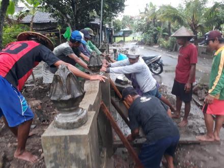 Kerjabakti warga Semampi