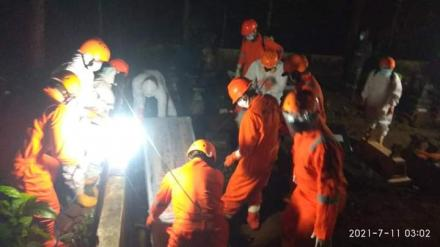 Pemakaman Dengan Standar Covid-19 Di Gunungpuyuh
