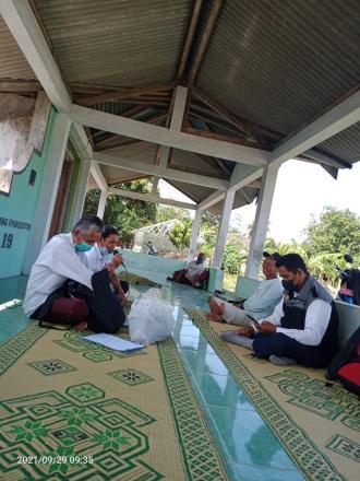 Sosialusasi dan Pelatihan Penanggulangan Hama Pohon kelapa