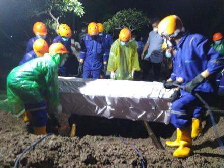 Kegiatan Pemakaman Tim Kubur Cepat di Pedukuhan nglorong dengan Prosedur Kesehatan